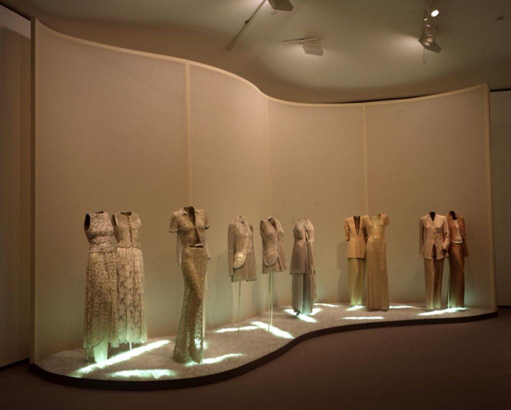 Conjuntos de mujer | Giorgio Armani | Guggenheim Bilbao Museoa