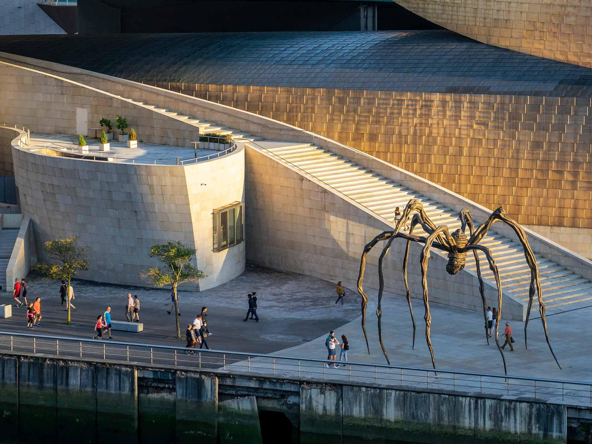 Mamá | Louise Bourgeois | Guggenheim Bilbao Museoa