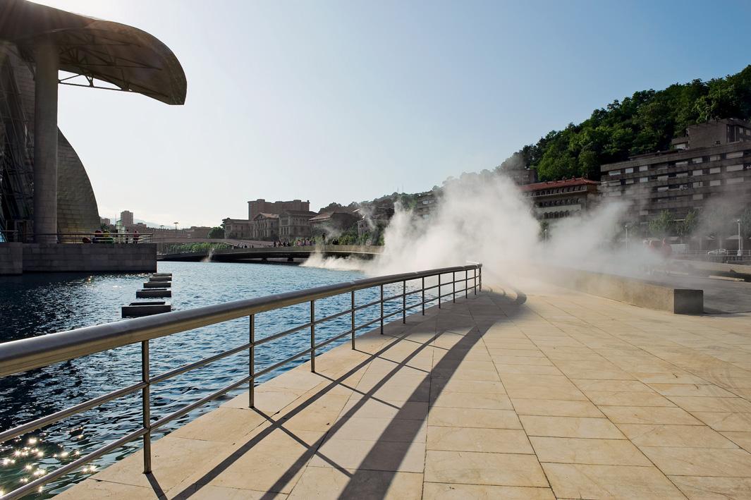 Fog sculpture #08025 (F.O.G.) | Fujiko Nakaya | Guggenheim Bilbao Museoa