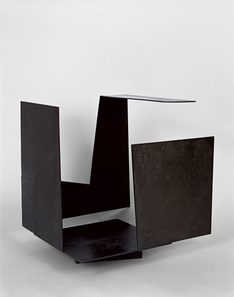 Irekidura handia duen kutxa hutsa | Jorge Oteiza | Guggenheim Bilbao Museoa
