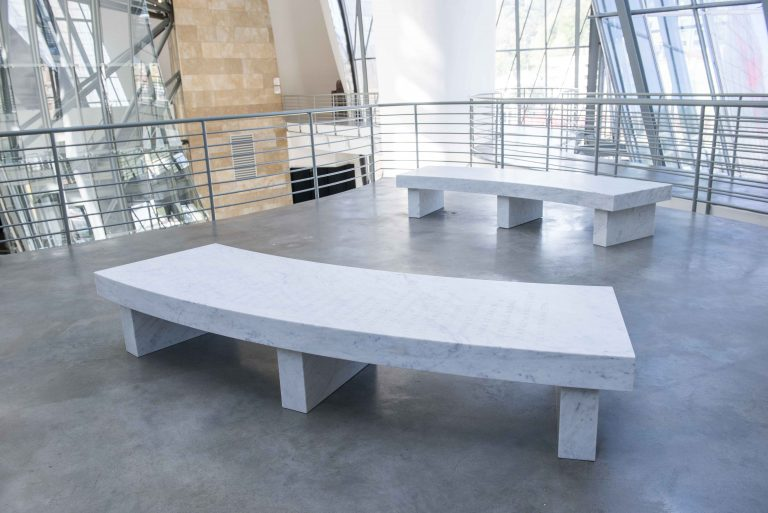 Pareja Arno | Jenny Holzer | Guggenheim Bilbao Museoa