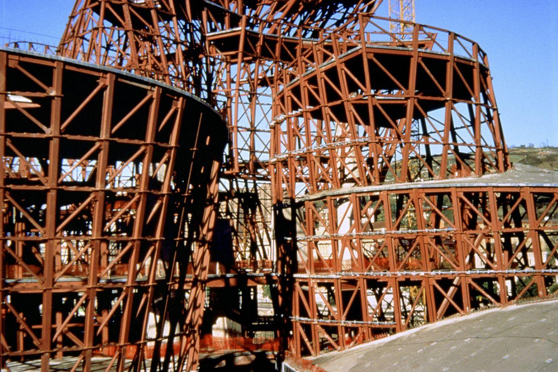 La structure du bâtiment pendant la construction | Guggenheim Bilbao Museoa