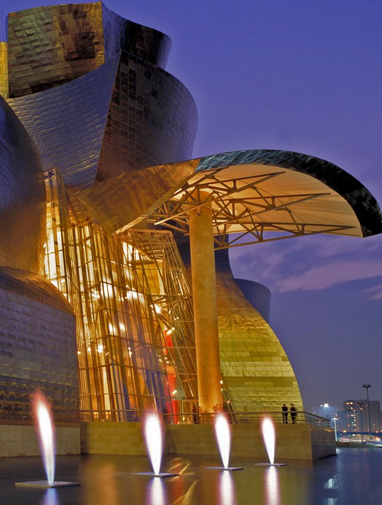 L'extérieur du bâtiment et Fontaine de feu | Guggenheim Bilbao Museoa