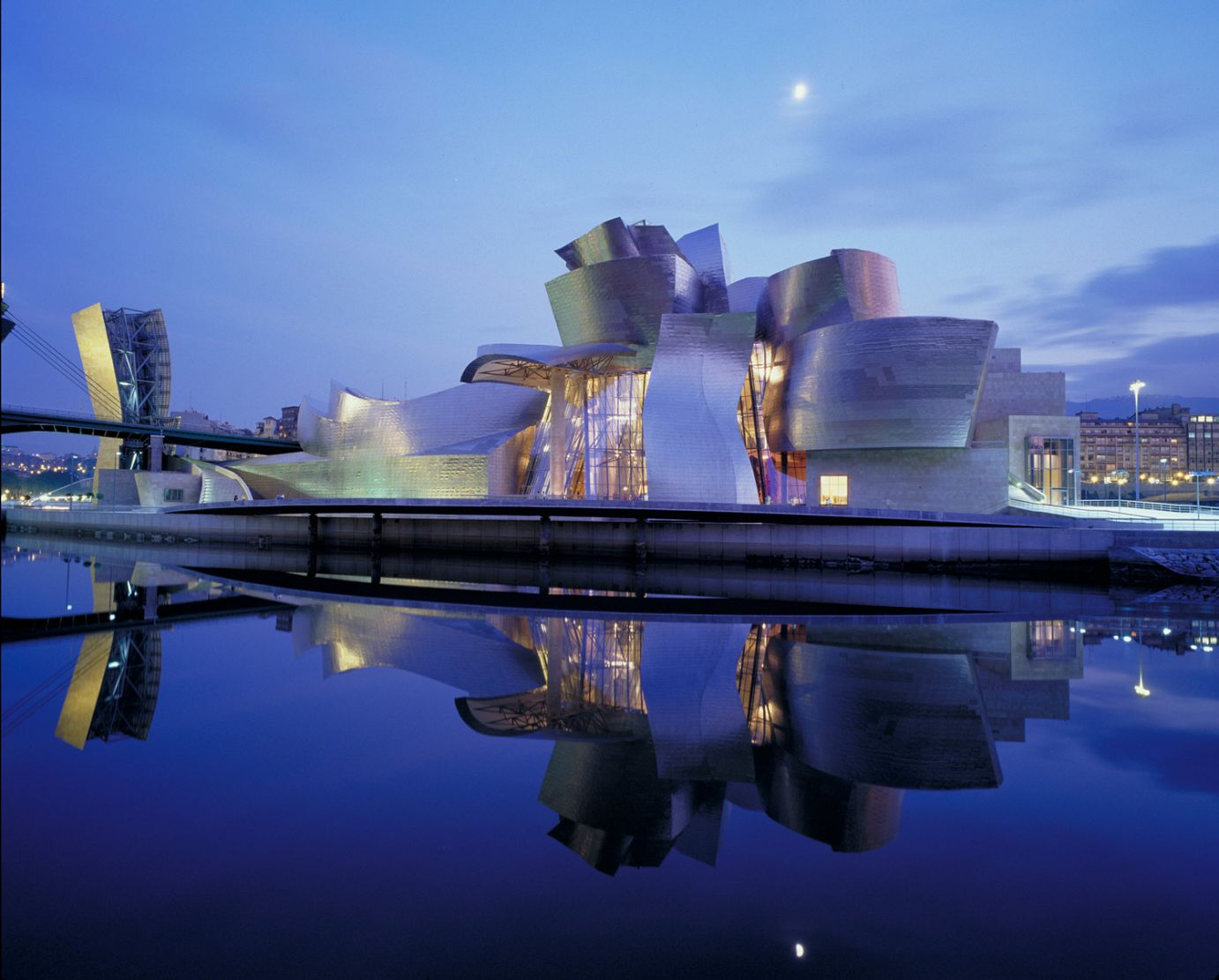 Building exterior by night | Guggenheim Bilbao Museoa