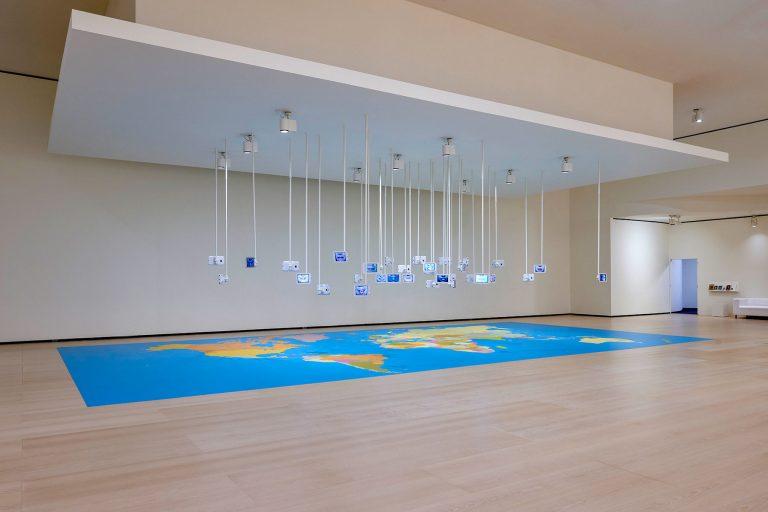 Munduko barreak | Esther Ferrer | Guggenheim Bilbao Museoa