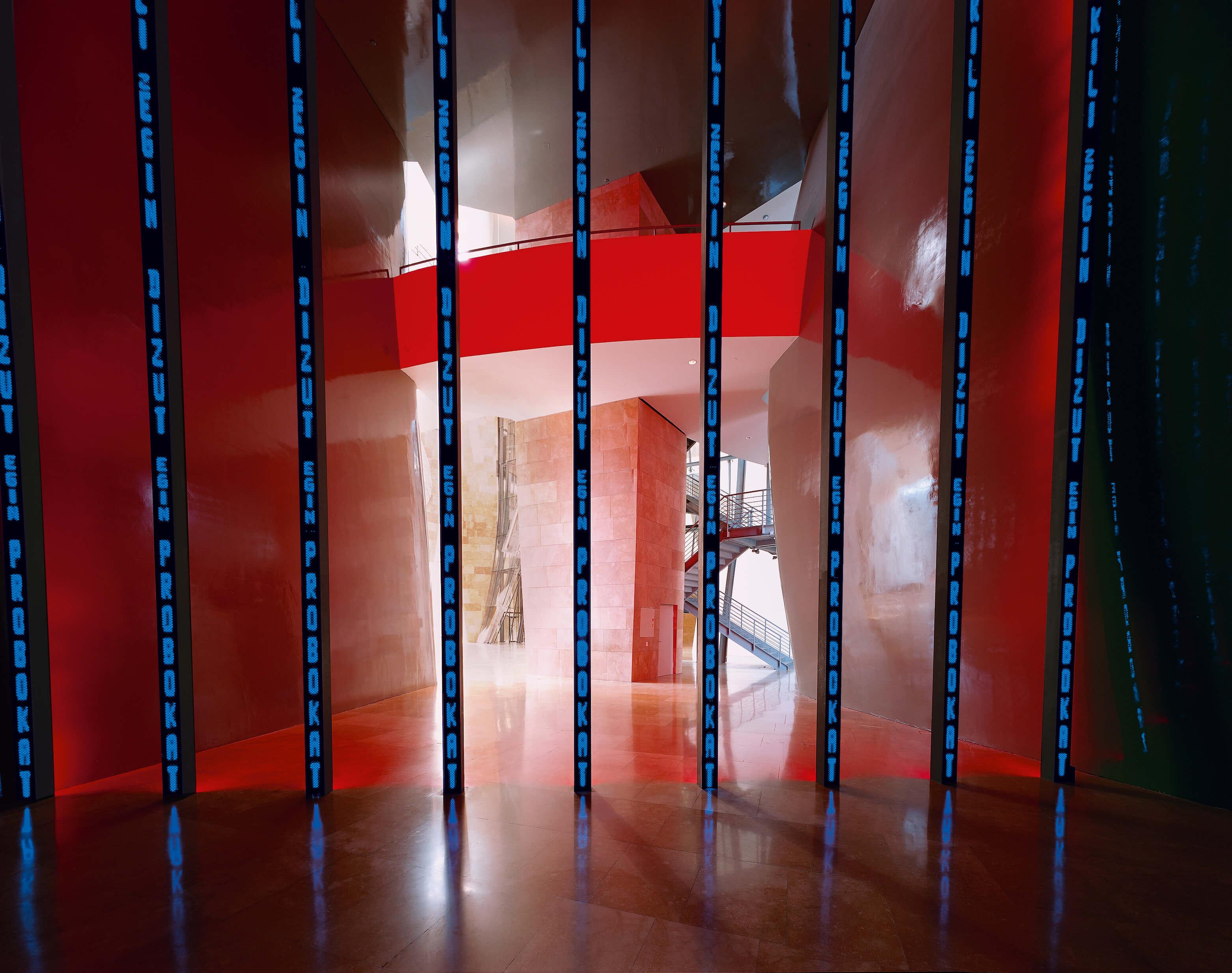 Bilboko instalazioa barrutik | Jenny Holzer | Guggenheim Bilbao Museoa