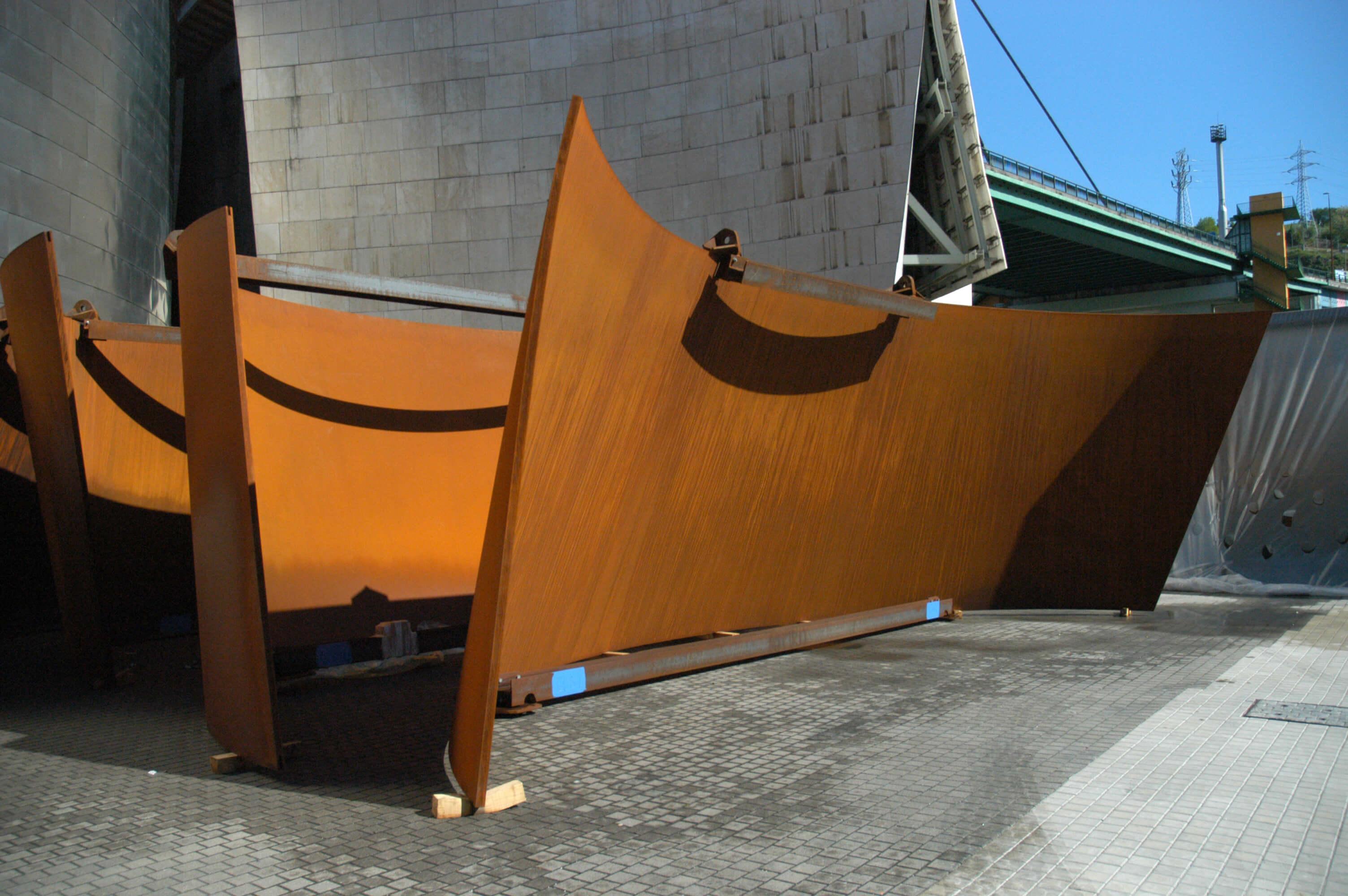 Llegada de las piezas al Museo | La materia del tiempo | Guggenheim Bilbao Museoa