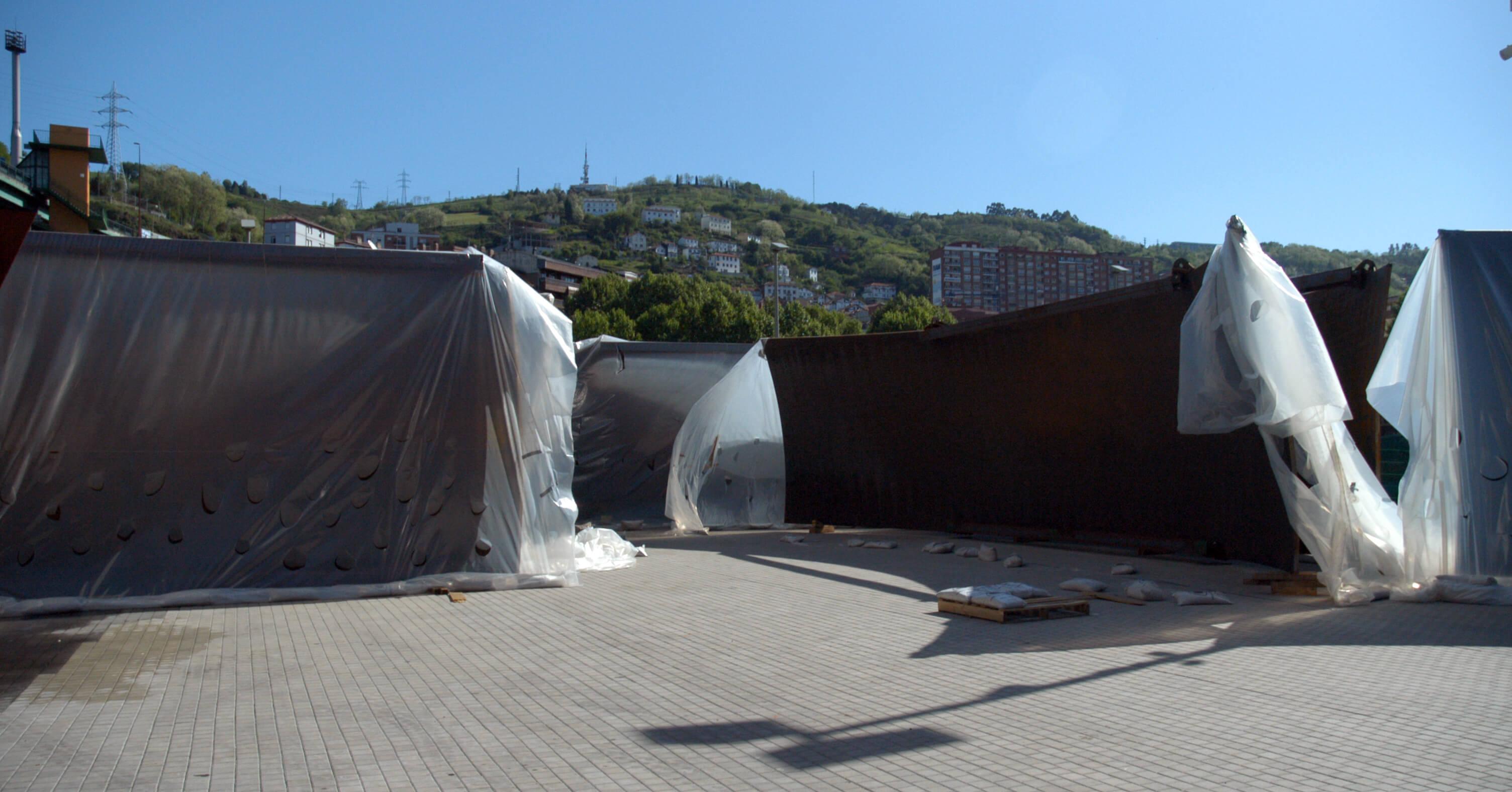 Llegada de las piezas al puerto | La materia del tiempo | Guggenheim Bilbao Museoa