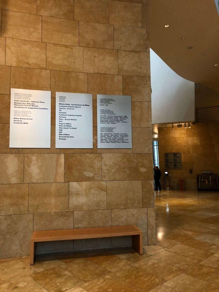 Placas del vestíbulo (2018) | Guggenheim Bilbao Museoa