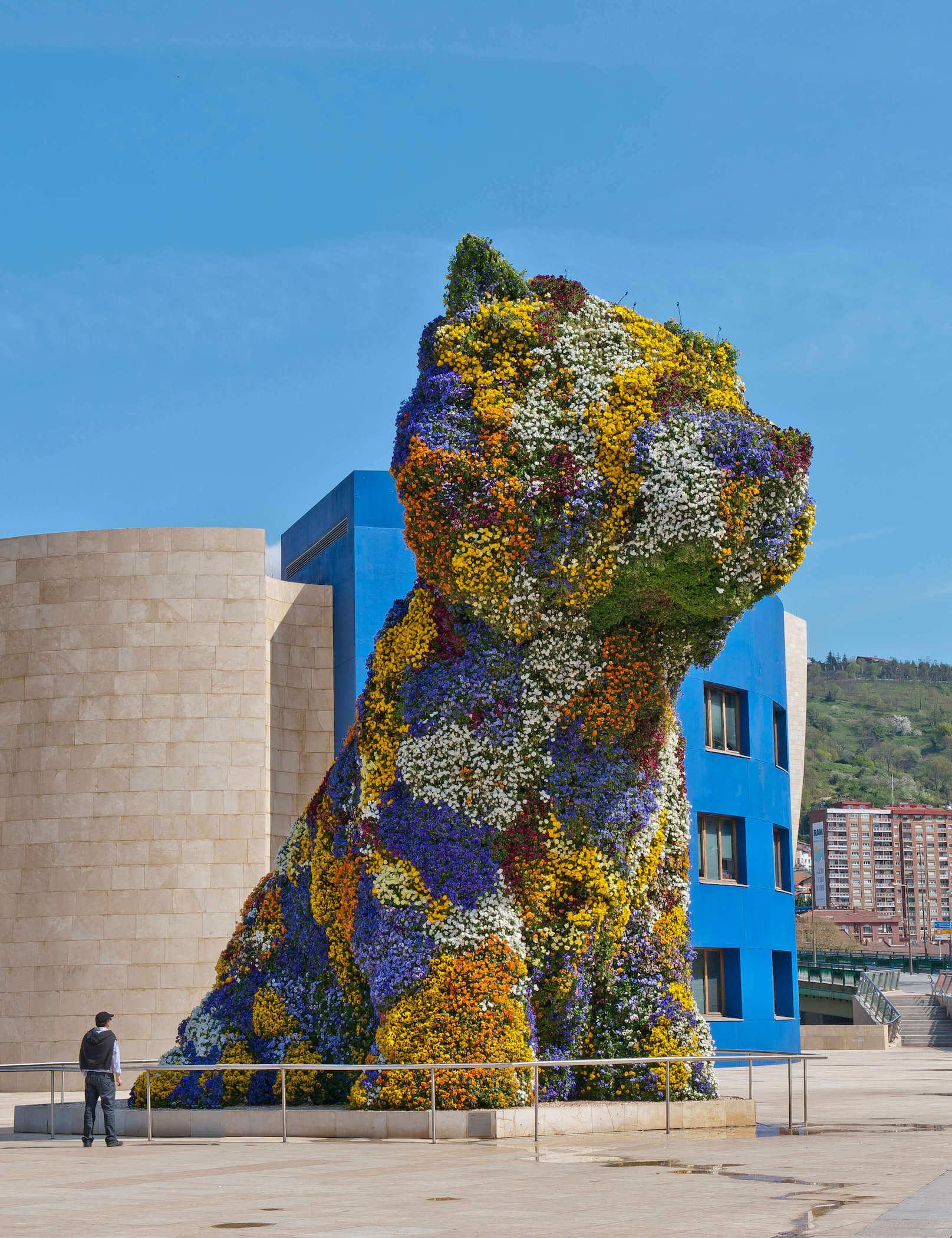 Puppy in blue tones | Jeff Koons | Guggenheim Bilbao Museoa