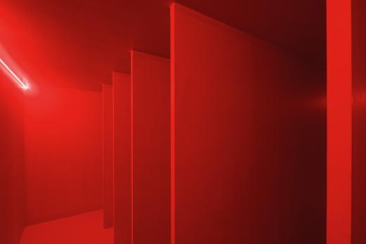 Ambiente espacial con luz roja